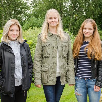 Nathalie Svahn, Emma Holmback och Julia Åbonde är 4H-arbetare i Malax.