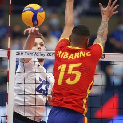 Sakari Mäkinen i matchen mot Spanien.