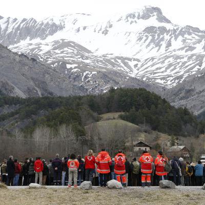 Minnesstund i Alperna efter plankrasch.