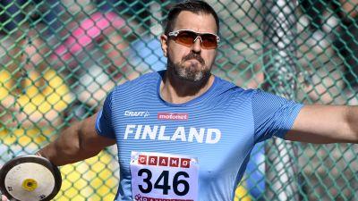 Frantz Kruger kastar diskus i Sverigekampen.