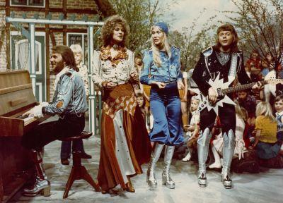 ABBA på tv 1977 i platåskor.