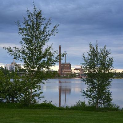 Vasa Elektriskas huvudkontor sett över Metviken.