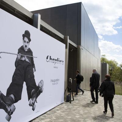 Ingången till Charlie Chaplin- museet som invigdes 16.4.2016