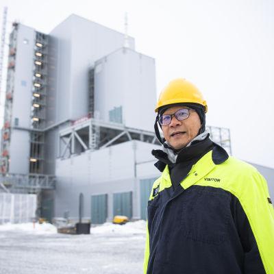 Martin Pei framför den nya Hybritanläggningen.