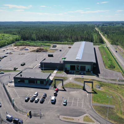 Ilmakuvaa Lakeuden Etapin uudesta jätteiden lajittelukeskuksesta Seinäjoella.