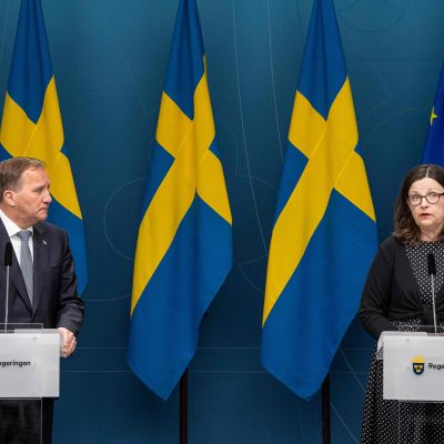 Statsminister Stefan Löfven och utbildningsminister Anna Ekström under en presskonferens 29.5.2020n