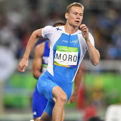 Oskari Mörö löper i OS 2016.