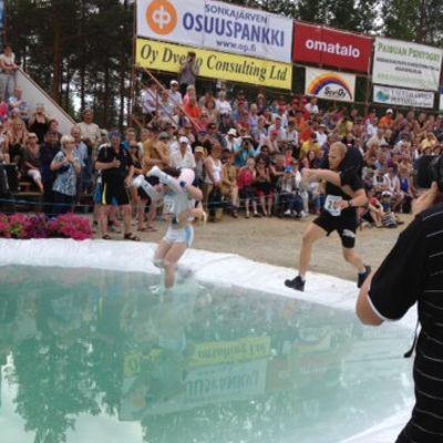 Kuvaaja kuvaa Eukonkannon MM-kisoissa Sonkajärvellä.