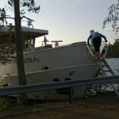 Kimmo Ohtonen lähdössä aamulenkille veneestä.
