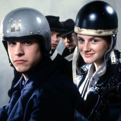 Anttu ja Johanna moottoripyörän selässä Love Story -sarjassa