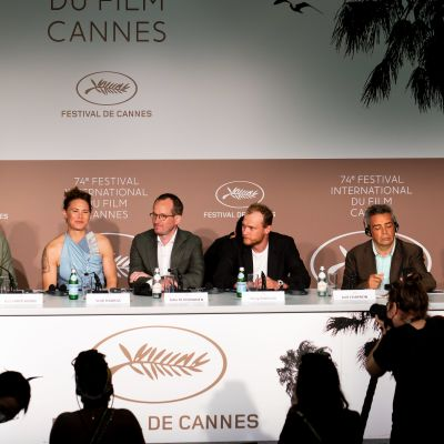 Hytti nro 6 -elokuvan tekijät Cannesin elokuvajuhlien lehdistötilaisuudessa.