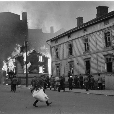 enäläisten pommien tuhoja Helsingissä Kallion kaupunginosassa 9.7.1941