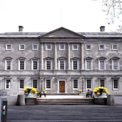 Irlannin parlamentin hankkima jättitulostin ei mahtunut parlamenttirakennukseen.