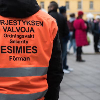 Järjestyksenvalvoja Helsingin Kampissa