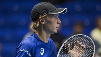 Emil Ruusuvuori spelar tennis.