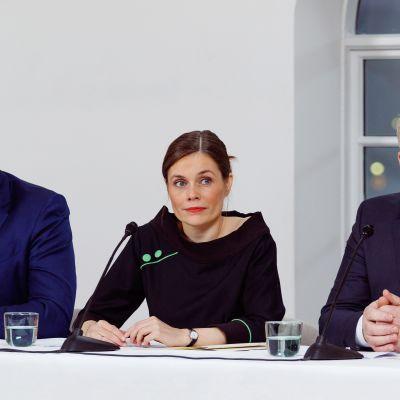 Självständighetspartiets ledare Bjarni Benediktsson (längst till vänster), Katrín Jakobsdóttir och Sigurður Ingi Jóhannsson som leder Framstegspartiet.