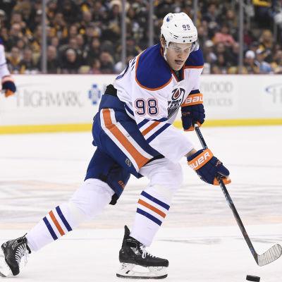 Jesse Puljujärvi i Edmonton Oilers-tröjan.
