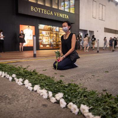 Clara Cheung tillhörde en liten grupp konstnärer i Hongkong som passade på att uppmärksamma massakern på Himmelska fridens torg redan på torsdag kväll.