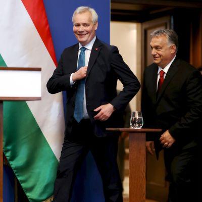 Antti Rinne och Viktor Orbán efter ett möte i Budapest.