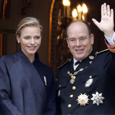 Furstinnan Charlene tillsammans med furst Albert II.