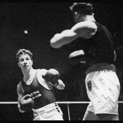 Suomen Sten Suvio ja Saksan Michael Murach kamppailevat nyrkkeilyn olympiakullasta 15.8.1936