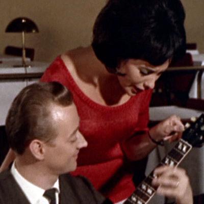 Kitaristi Heikki Laurila, Laila Kinnunen ja basisti Erkki Seppä elokuvassa Lauantaileikit (1963)