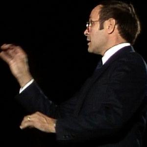 Tauno Satomaa johtaa kuoroa (1987).