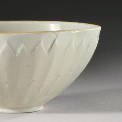 En vit skål.
