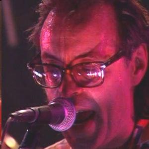 Kuvamontaasi: Jim Pembroke Wigwamin solistina 1975 ja Q-klubi-ohjelmassa 1991.