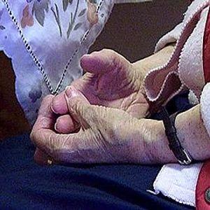 Gammal människas händer