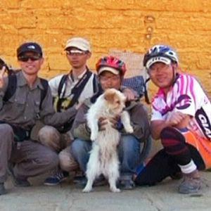 Xiaosa med sin nya familj