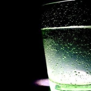 dricksglas med vatten