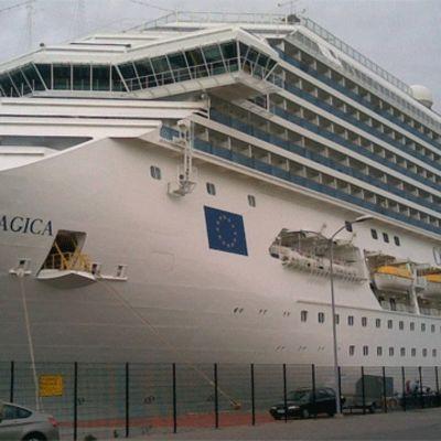 Kryssningsfartyg på Årtholmen