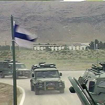 Finländska fredsbevarare patrullerar i Afghanistan.