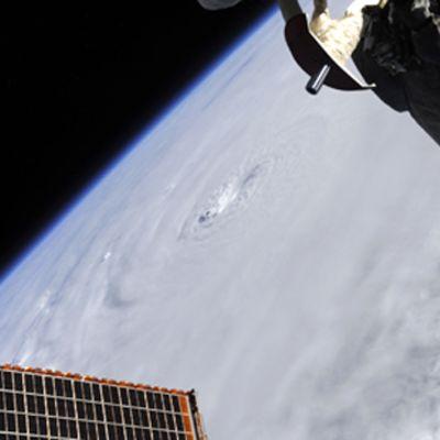 Orkanen Earl från rymden