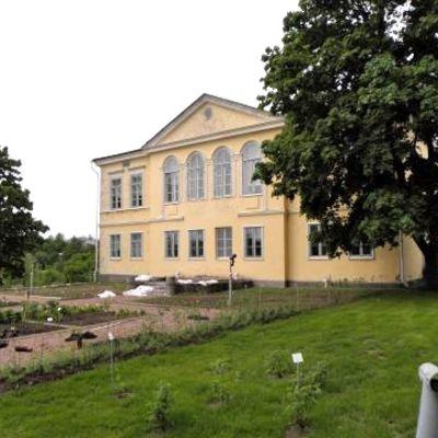 Kumpulan kasvitieteellisen puutarhan päärakennus.