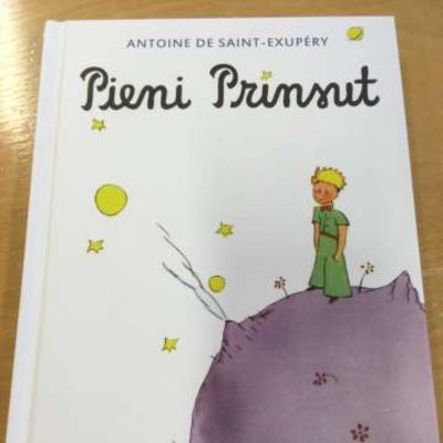Pikku prinssi -kirjan karjalankielinen versio.