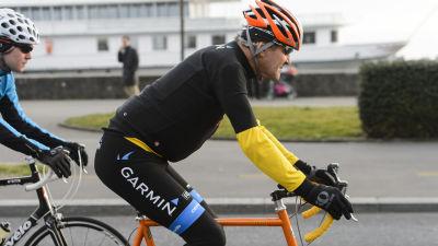 Arkivbild. Kerry ger sig ofta ut på cykelturer under sina resor.