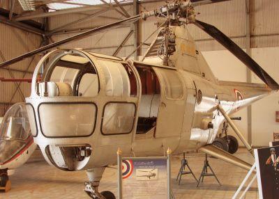 En Westland WS-51 Dragonfly-helikopter på ett museum.