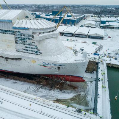 Costa Toscana laskettiin vesille Meyer Turun telakalla 15.1.2021.