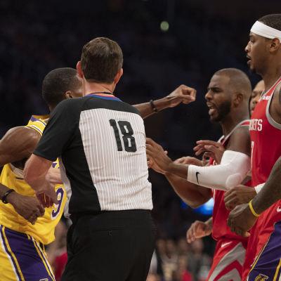 Tumult mellan Los Angeles Lakers och Houston Rockets.