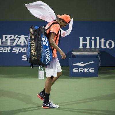 Nick Kyrgios på tennisplanen.