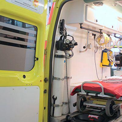 Ambulanssi ja ensihoitoyksikkö sisältä.