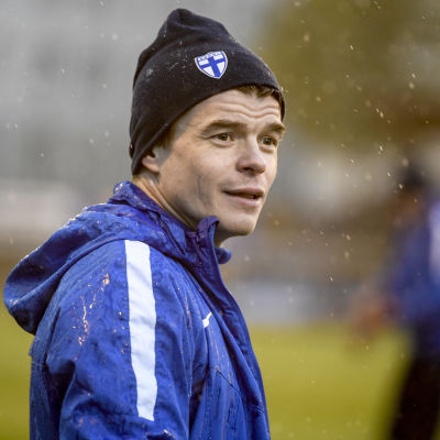 Albin Granlund tränar med fotbollslandslaget.