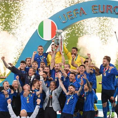 Italia juhlii EM-kultaa.
