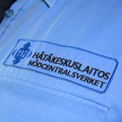 bild på en blå skjorta där det står nödcentralsverket och 112 på.