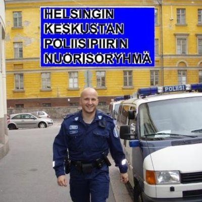 Poliisi kadulla.