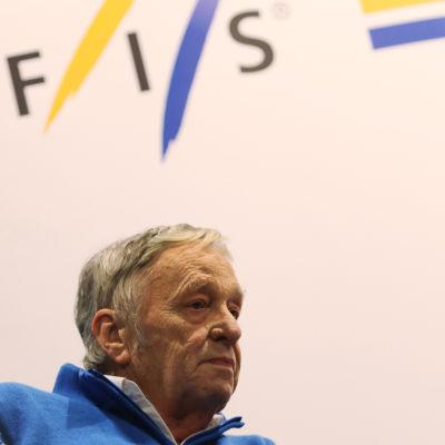 Gian-Franco Kasper i en ylletröja.