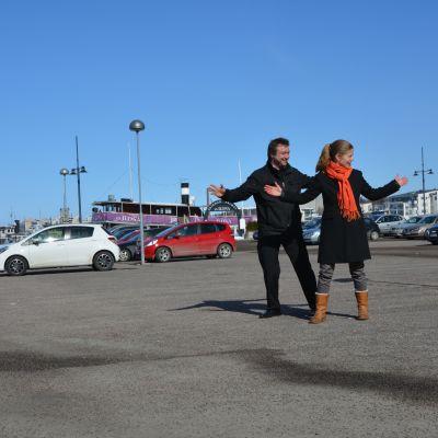 Kim Heinonen ja Petra Ruonakoski Lahden satamassa.