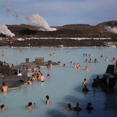 Blue Lagoon -kylpylä on yksi Islannin suosituimmista turistikohteista.